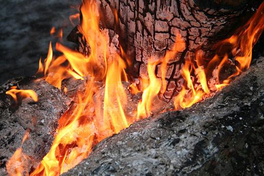 На Надвірнянщині під час пожежі в будинку загинула жінка