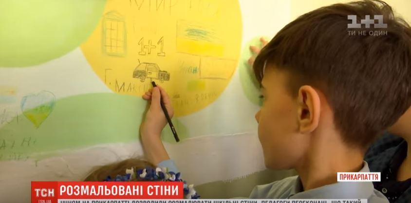 У Тисмениці дітям дозволили розмальовувати шкільні стіни (ВІДЕО)