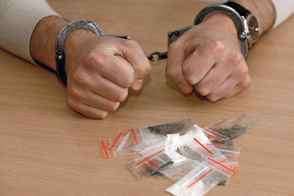 На Прикарпатті судитимуть групу осіб, які рік продавали наркотики в інтернеті (ФОТО)