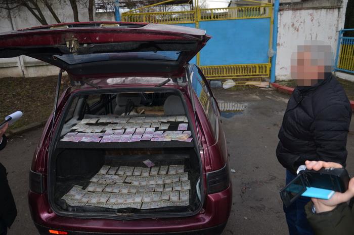 СБУ затримала франківського комунальника, котрий продавав майно громади (ФОТО)