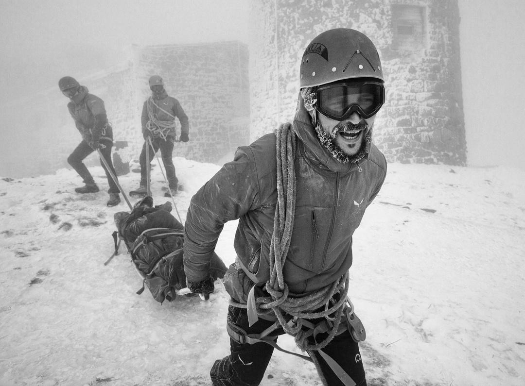 """Тільки вітер, сніг, гори: як мандрівник провів п'ять днів із рятувальниками в обсерваторії """"Білий Слон"""" (ФОТО)"""