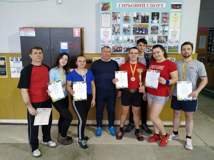 Перше місце посіли франківські студенти на Всеукраїнському турнірі з гирьового спорту (ФОТО)