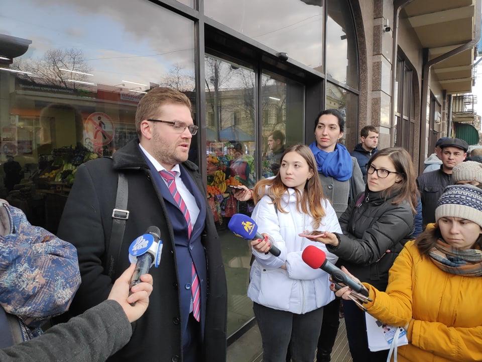 Представники Халаменди стверджують, що центральний ринок Франківська повністю під їхнім контролем, але в офіс не заходять (ФОТО, ВІДЕО)
