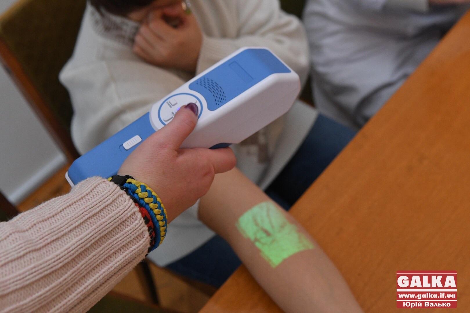 Щоб процедури стали менш болісними: обласна дитяча лікарня отримала веновізор (ФОТО)