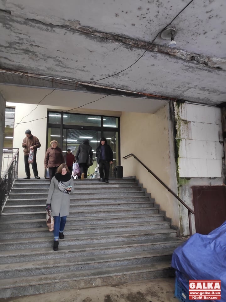 Поліція розблокувала вхід на центральний ринок (ФОТО)