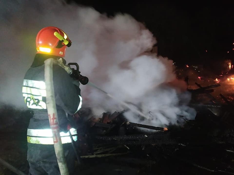 На Снятинщині згоріло все господарство – на пожежі знайшли тіло господаря