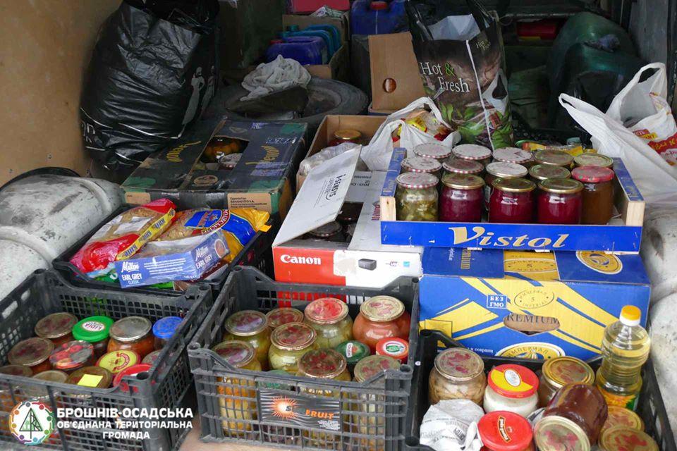 Прикарпатці передали на передову домашні смаколики та речі першої необхідності (ФОТО)