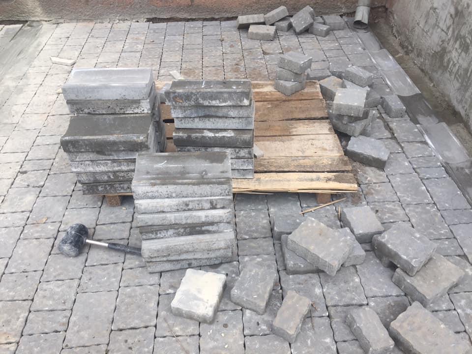 З'єднання бульварів:робітники почали викладати пішохідний тротуар з бруківки (ФОТО)