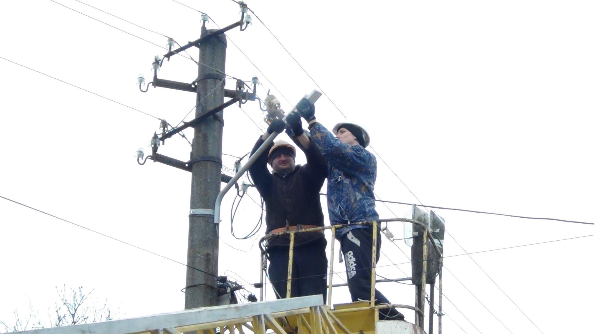 Сучасне вуличне освітлення з'явилося у Снятині (ФОТО)