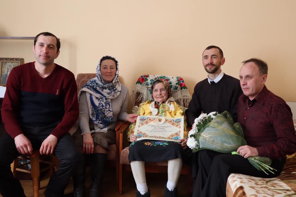 Прикарпатці виповнилося 100 років. Її благословив Папа Франциск (ФОТО)