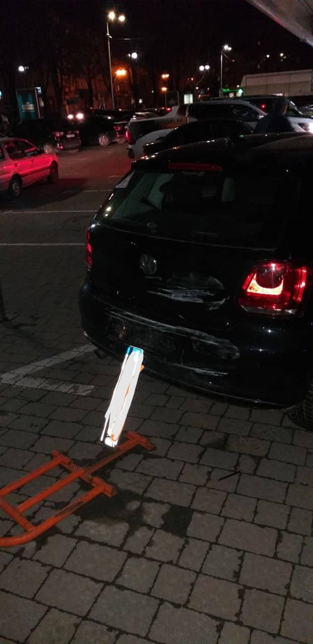 На парковці Panorama Plaza водійка Hyundai розбила три чужі машини (ФОТО)