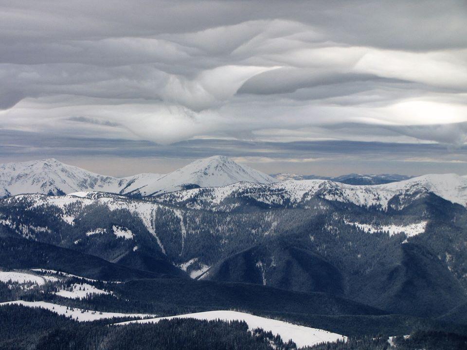 У мережі показали неймовірні світлини зимових Карпатських вершин (ФОТО)