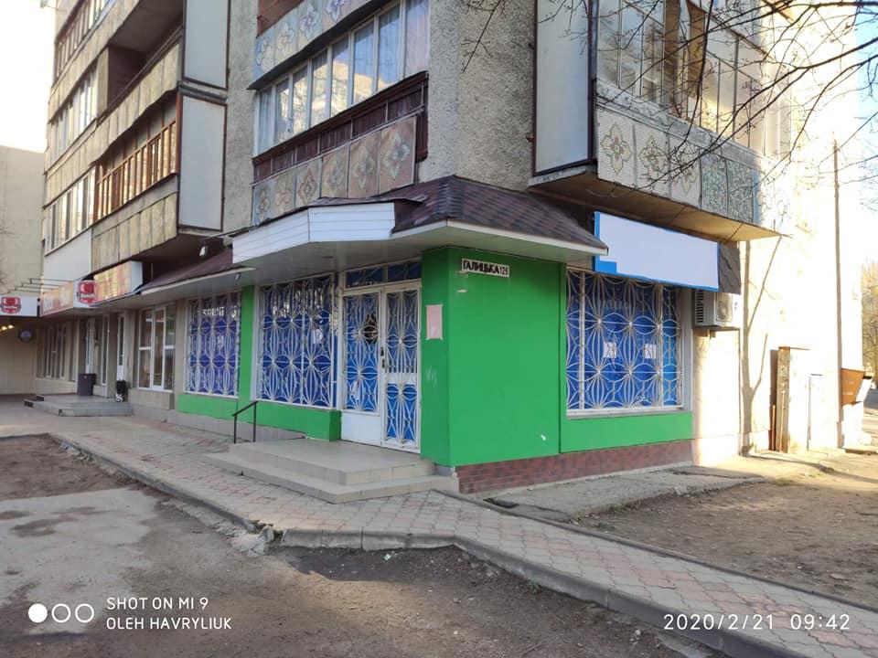 Франківські фасади продовжують звільняти від реклами гральних автоматів (ФОТО)