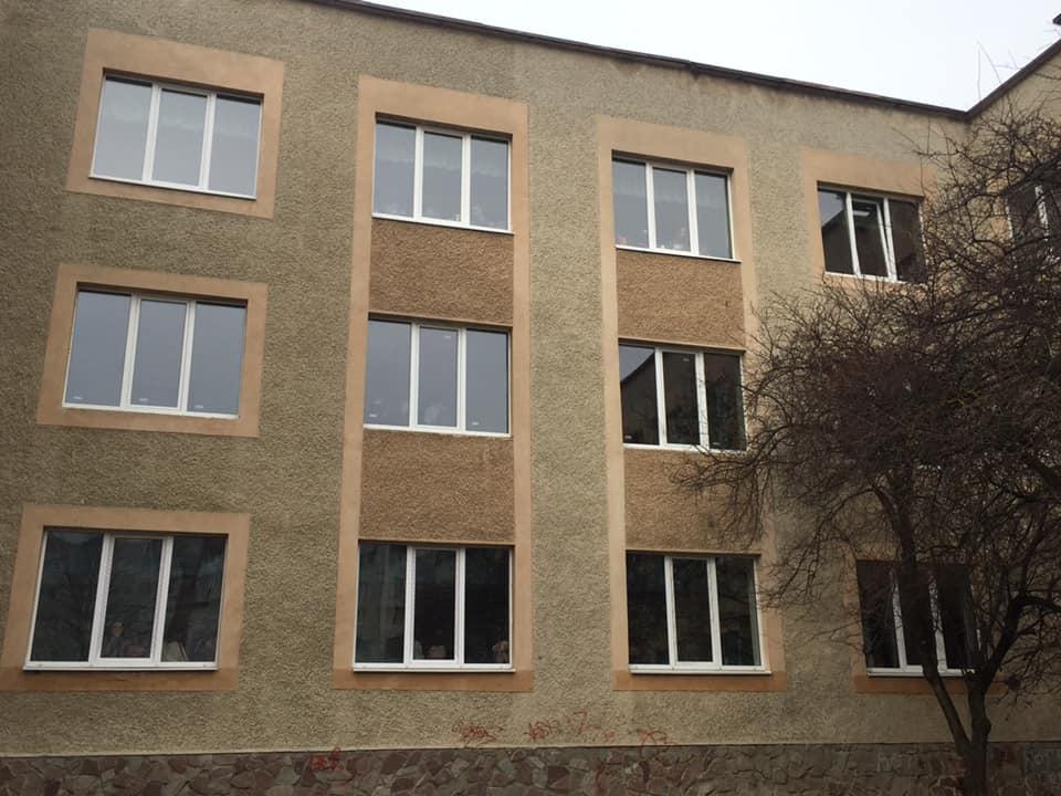 У школі №22 вже замінили всі вікна на металопластикові (ФОТО)