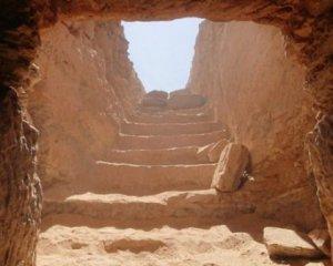 Саркофаги з муміями та амулетами: у Єгипті знайшли стародавні поховання (ВІДЕО)