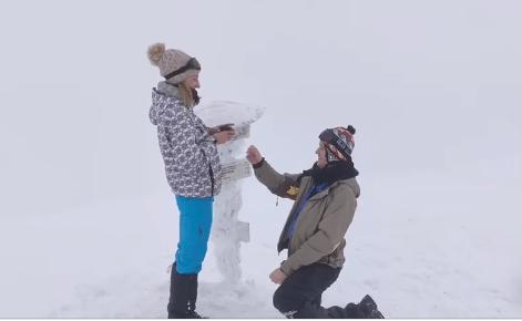 Калушанин освідчився коханій на вершині Говерли (ФОТО)