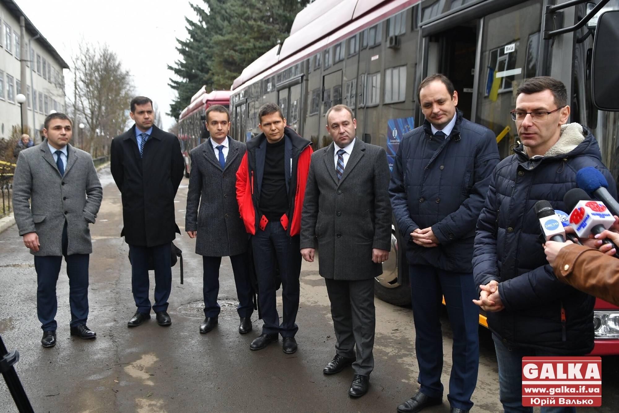 """Місто підсумувало """"тролейбусну"""" співпрацю з ЄБРР і спробує залучити банк до будівництва моста на Пасічну (ФОТО)"""