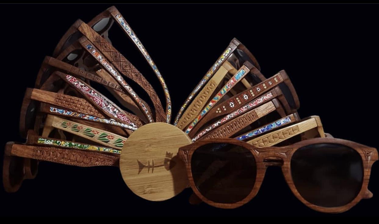 У Франківську роблять різьблення на окулярах, які купують світові зірки (ВІДЕО)