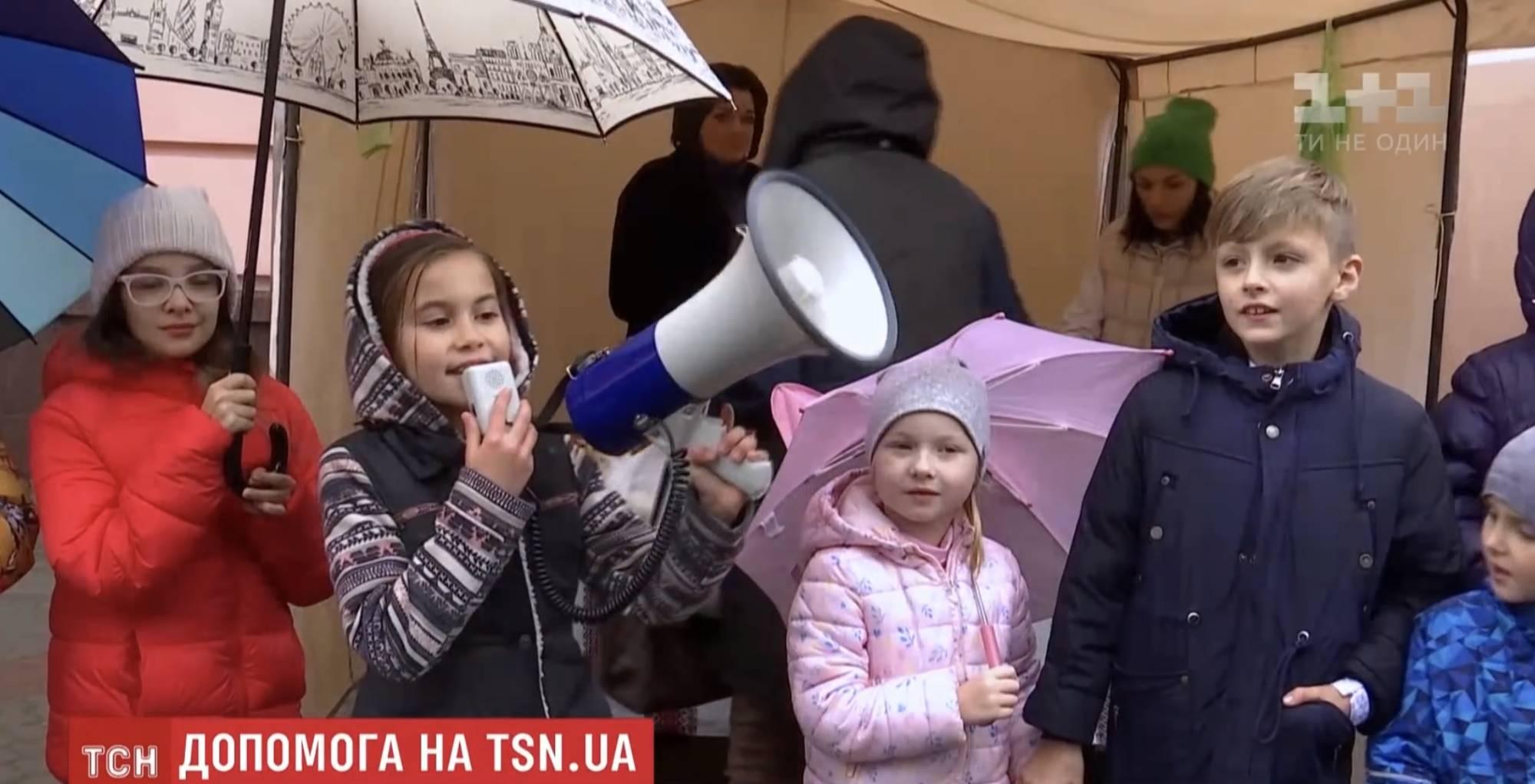 Франківські школярі влаштували благодійний ярмарок заради 11-річного хлопчика (ВІДЕО)