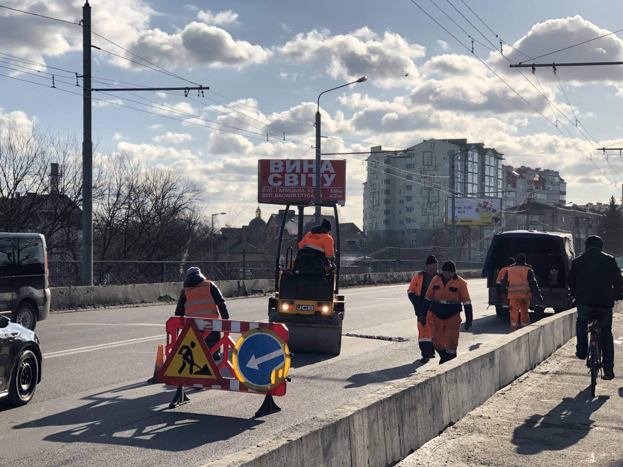 Міст на Пасічну латають у Франківську (ФОТО)