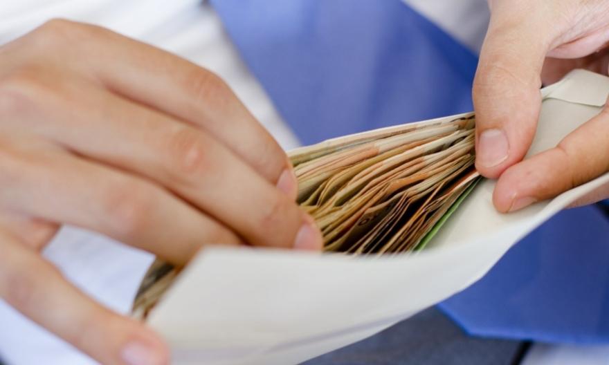 Понад 50% прикарпатців не проти отримувати зарплату в конверті – опитування