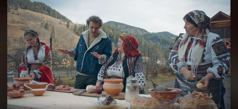 Клопотенко показав, як готував гуцульський борщ у Карпатах (ВІДЕО)