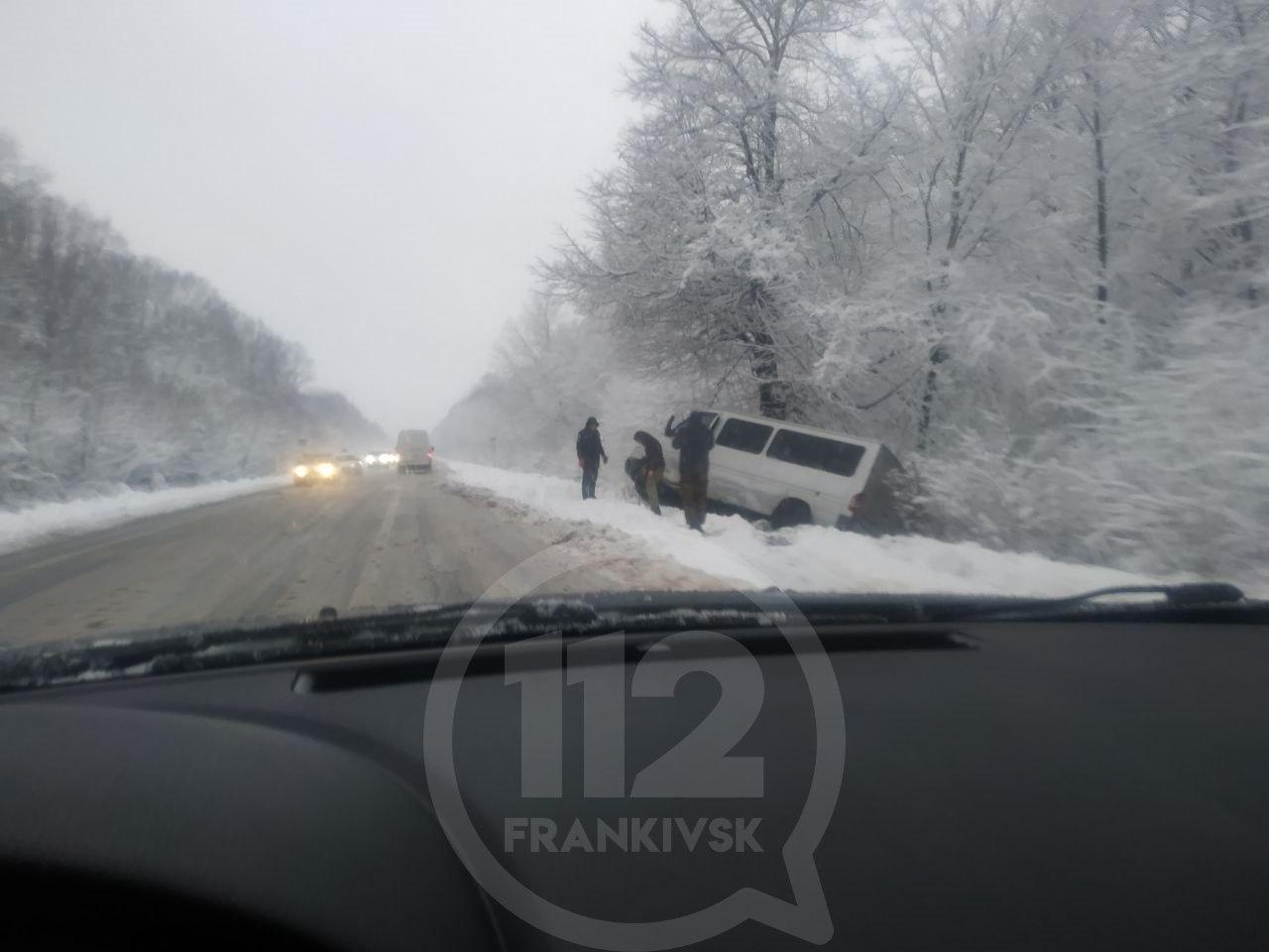 Негода на Прикарпатті: водії назвали найгірші дороги для проїзду (ФОТОФАКТ, ОНОВЛЕНО)