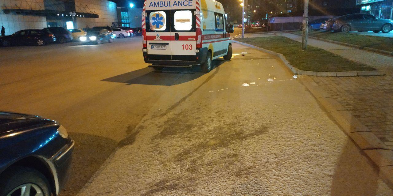 На Стуса пішохід-порушник потрапив під авто: ДТП зафіксувала камера (ФОТО, ВІДЕО)