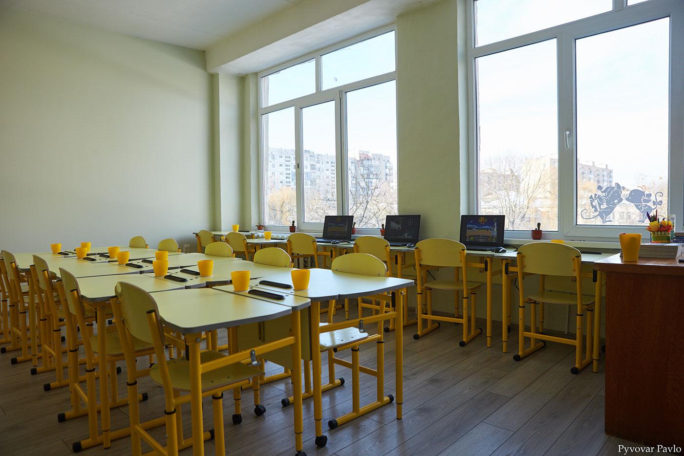 Нові вікна, вбиральні, класи: одну з найбільших шкіл міста відремонтували (ФОТО)