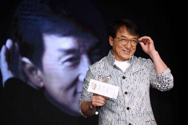 Джекі Чан пообіцяв мільйон юанів за ліки від коронавірусу