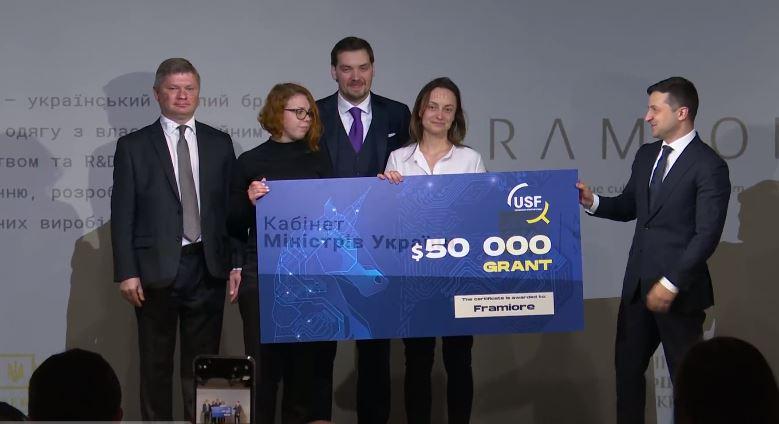 Зеленський та Гончарук дали франківці сертифікат на 50 тисяч доларів для розвитку бізнесу (ВІДЕО)