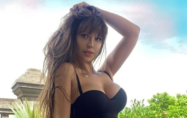 Гаряча модель Playboy шукає пару на час карантину (ФОТО)
