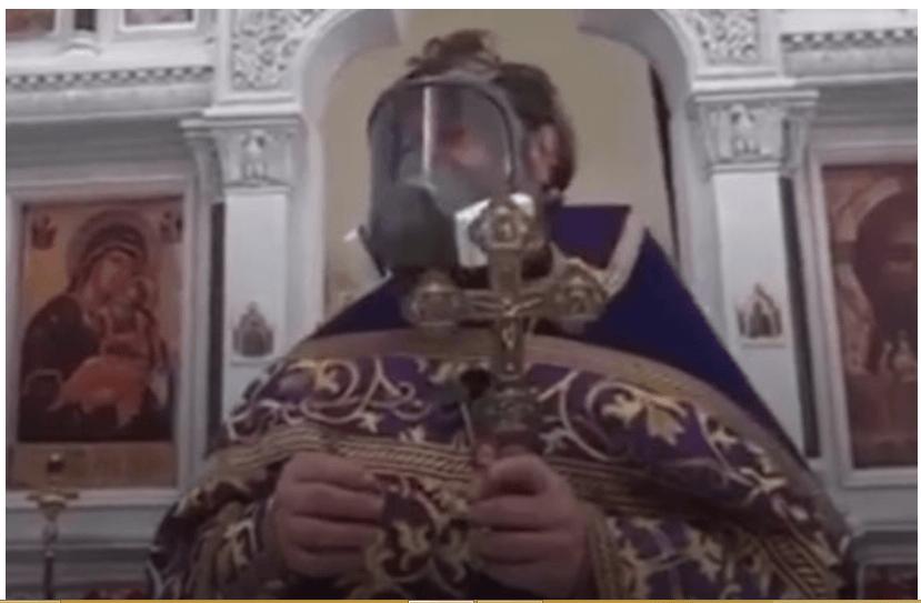В Росії священник РПЦ прийшов на проповідь у протигазі та звинуватив ЗМІ у нагнітанні паніки