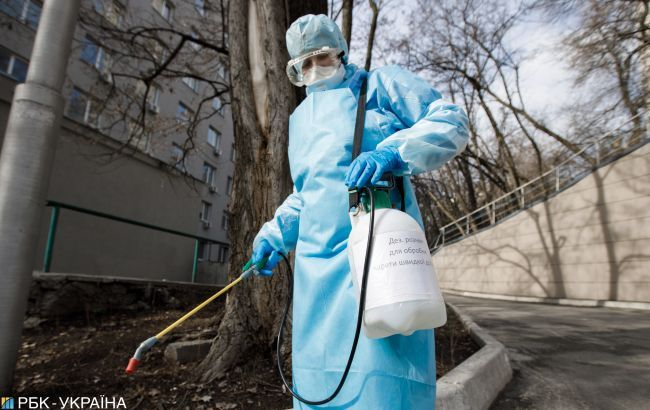У Франківську взялися дезінфікувати місця, де перебувала померла від коронавірусу