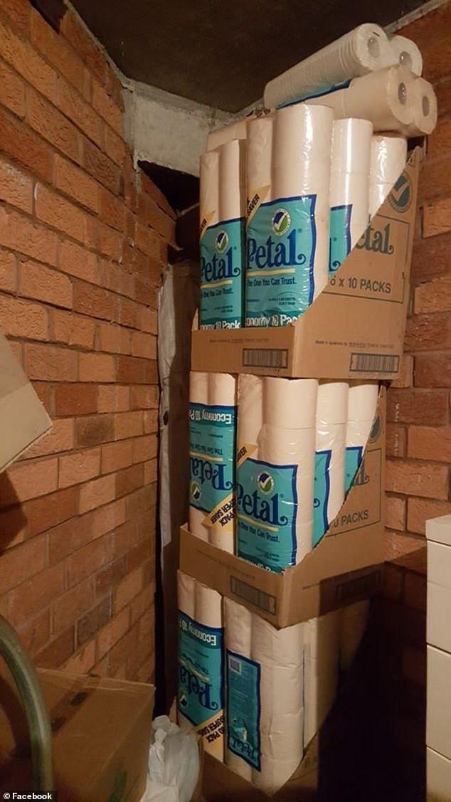 Австралієць розібрав на карантині комору і знайшов сотні рулонів туалетного паперу