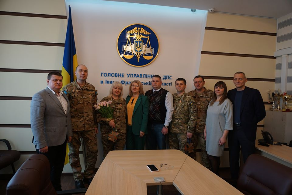 Четверо податкових міліціонерів приїхали додому зі зони ООС. Їх тепло зустріли колеги (ФОТО)