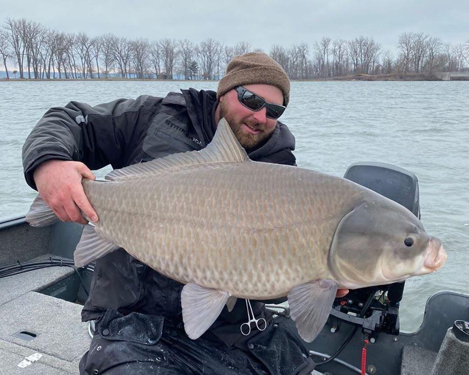 У США рибалка виловив рідкісну рибу величезного розміру (ФОТО)