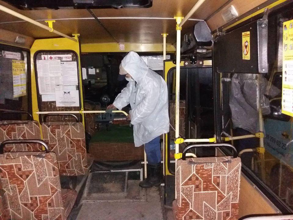 Міські маршрутки продовжують посилено дезінфікувати (ФОТО)