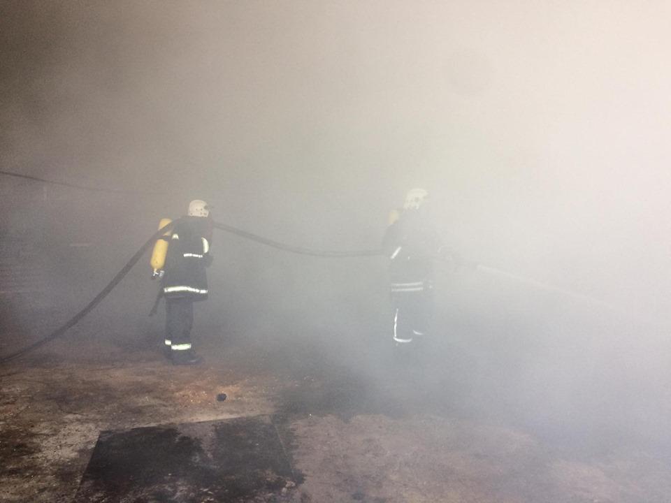 Під Франківськом горить колишній хімічний гігант, пожежу гасять 35 рятувальників (ФОТО)