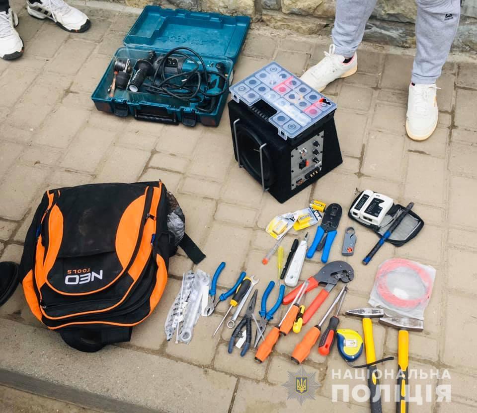 """Франківські поліціянти спіймали крадія-рецидивіста, який """"обчистив"""" чуже авто (ФОТО)"""
