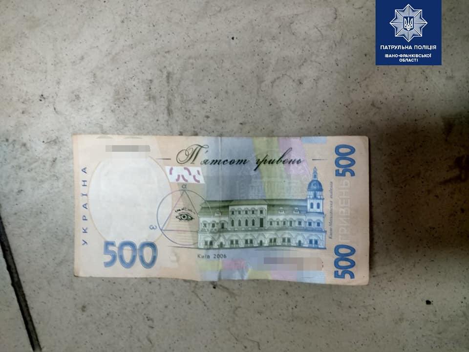 У Франківську агресивний молодик хотів відкупитися від патрульних за 1000 гривень