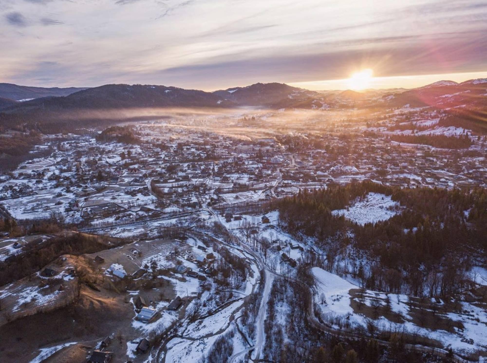 Найбільше село України: Космач показали з висоти пташиного польоту (ФОТО)