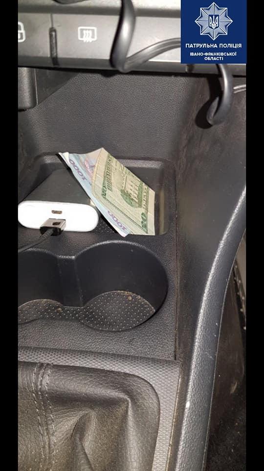 Вночі у Франківську п'яний водій намагався відкупитися від патрульних (ФОТО)