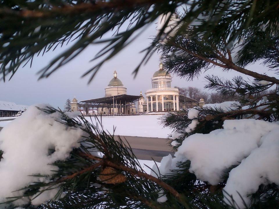 У мережі показали світлини засніженого Гошівського монастиря (ФОТО)