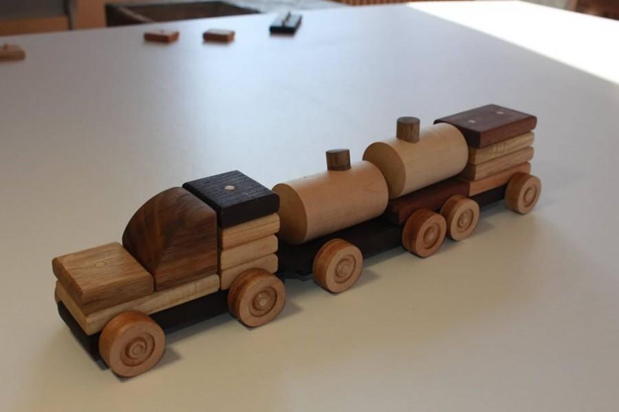 Двоє школярів з Калуша розробили дитячі дерев'яні конструктори (ФОТО)