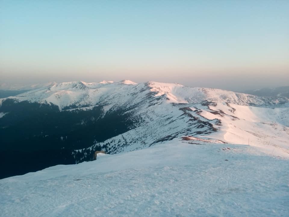 Чудові ранкові світлини з гори Піп Іван показали у мережі (ФОТО)