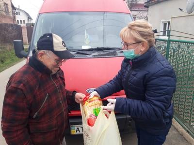 Франківський Карітас придбав 200 продуктових наборів для хворих мешканців міста