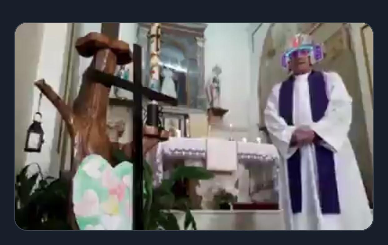 Італійський священник стрімив службу у Facebook, але забув вимкнути фільтри (ВІДЕО)