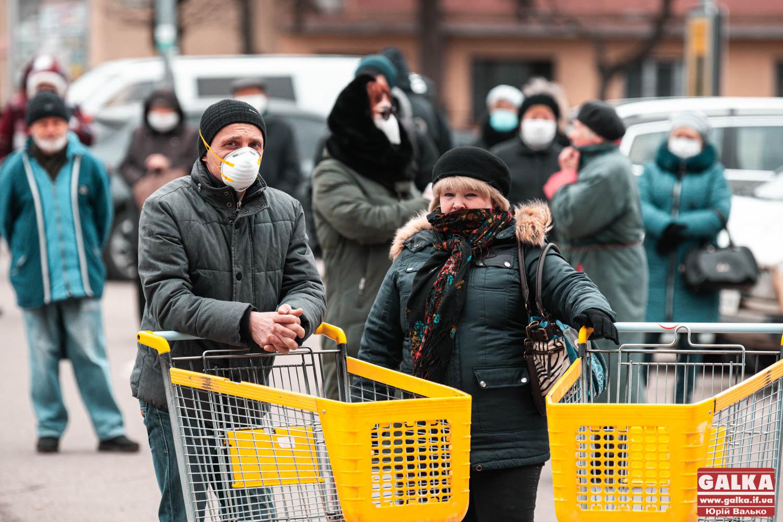 Тиждень карантину у Франківську: на вулицях ґаздують голуби, під магазинами черги (ФОТОРЕПОРТАЖ)