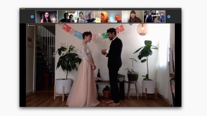Одруження онлайн: пара з США оформила шлюб через відеоконференцію Zoom